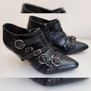 Y.R.U. Scorpio Black Pointed Toe Shoes